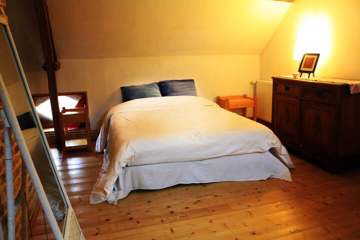 Grand chambre ancien style de ferme - Tournehem-sur-la-Hem - Bed & Breakfast