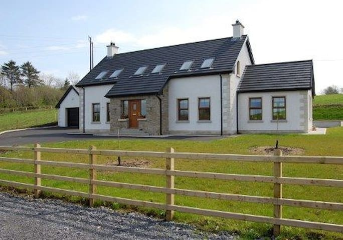 4 Bedroom Glassmullagh Cottage, County Donegal - Laghy - House