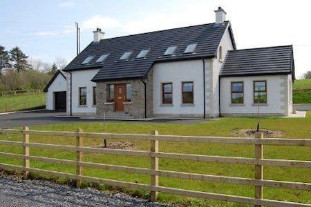 4 Bedroom Glassmullagh Cottage, County Donegal - Laghy