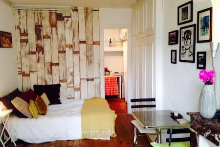 Cozy studio in the Marais