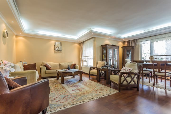 Family home-private room. - Antalya - Bed & Breakfast