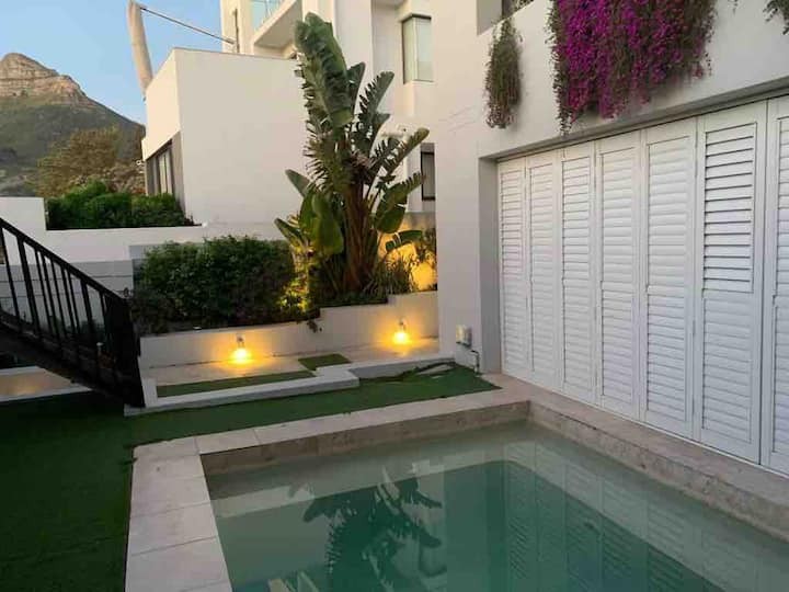 Camps Bay Townhouse, Pool and 240m walk to Beach!