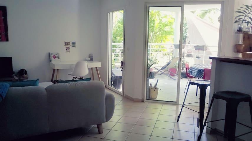 Charme et tranquilité idéalement placé - Sainte-Anne - Appartement