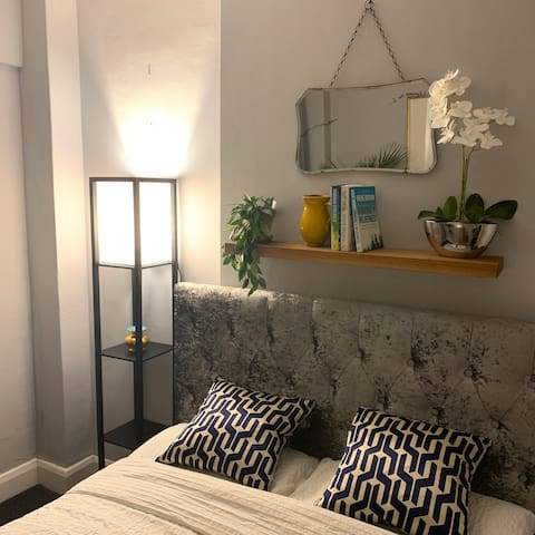 Double room in unique courtyard flat, zone 2/3