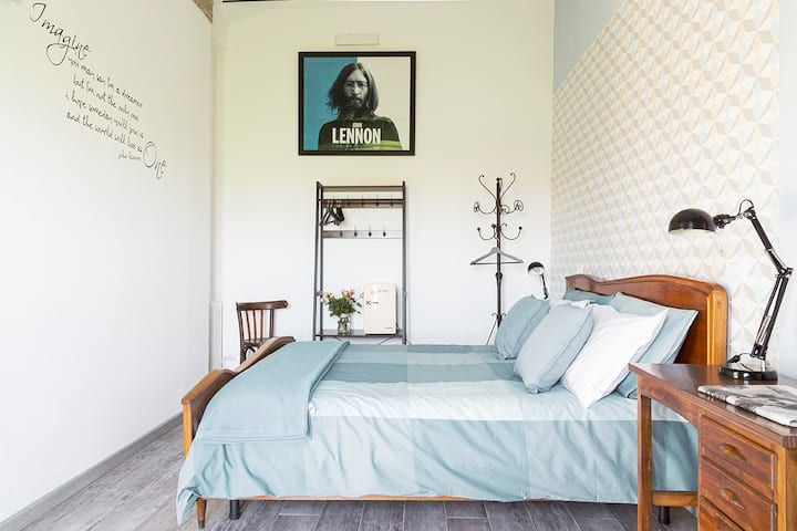 Bed & Breakfast Corte Zen Lennon Room | Adria