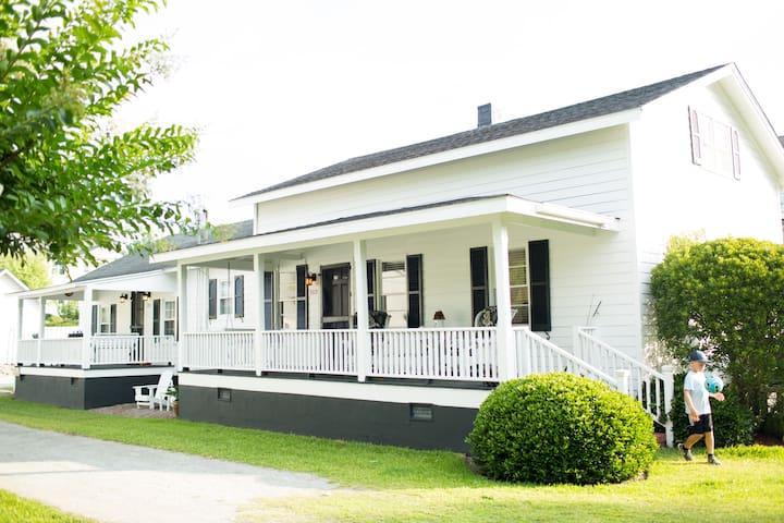 Menhaden Cottage in Beaufort Historic Neighborhood