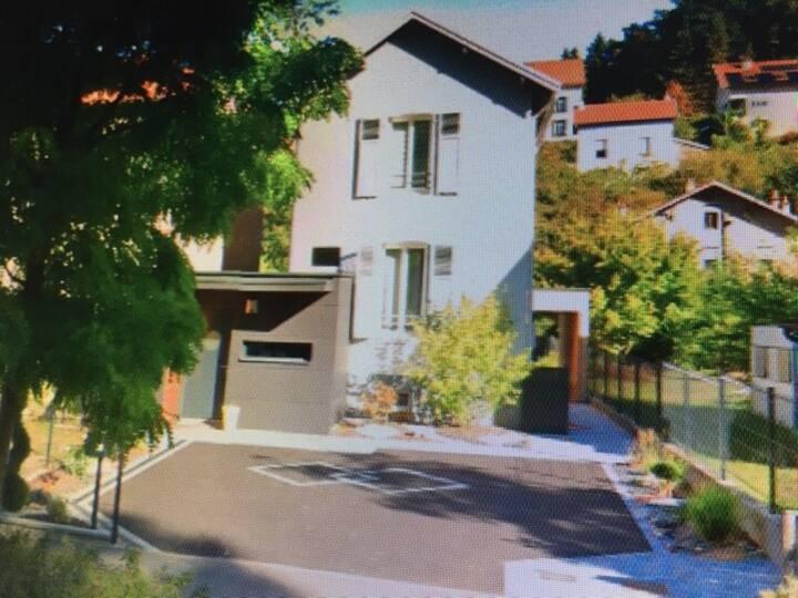 Maison avec jardin- 5/7 personnes - Quartier calme