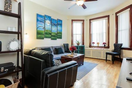 2 bedroom apt,  free parking, 2 blocks from train - Chicago - Lakás