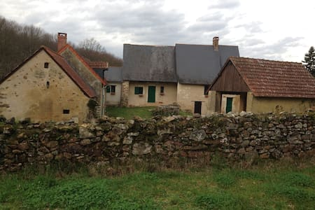 Authentique maison isolée à l'entrée du bois - Baugé-en-Anjou - Hus
