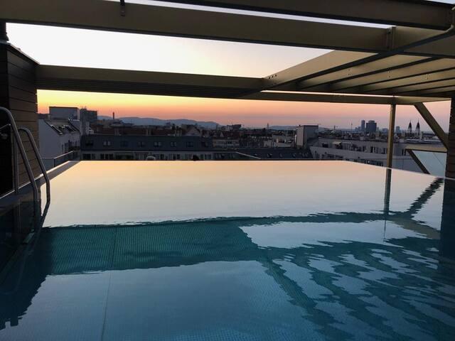 ruhiges Zimmer (Pool, Balkon,...) in Flughafennähe