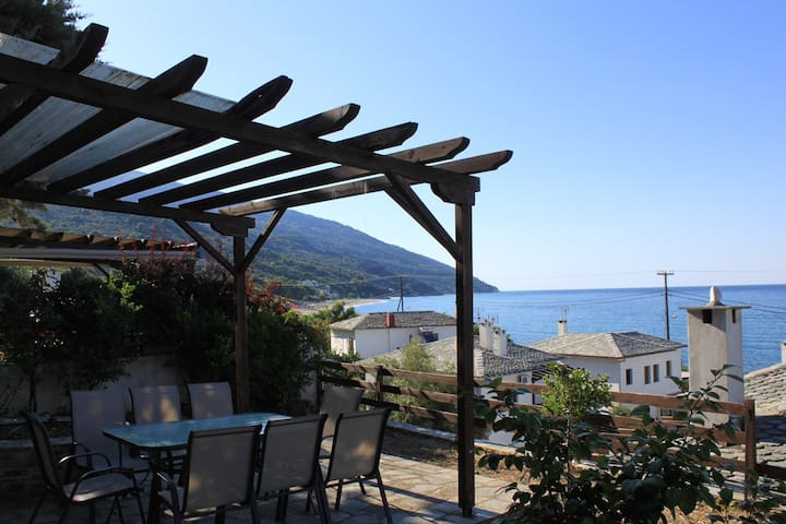 Magic View house few meters from Chorefto beach