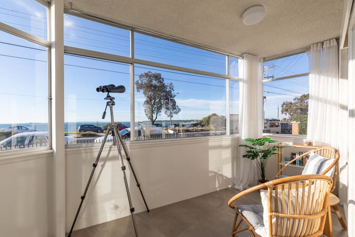 Waterfront apartment near CBD