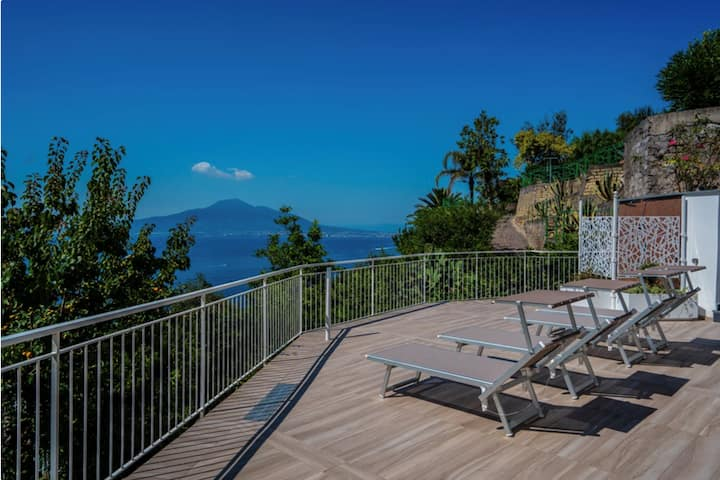 Newly refurbished villa by the beach near Sorrento