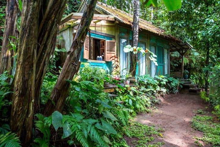 Charming riverside bungalow
