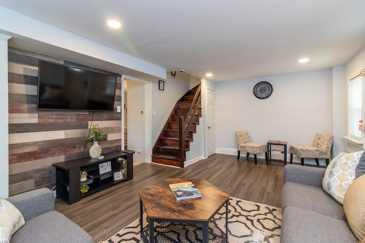 Smart 🏡 with Chef's Kitchen-close to SEPTA 🚉