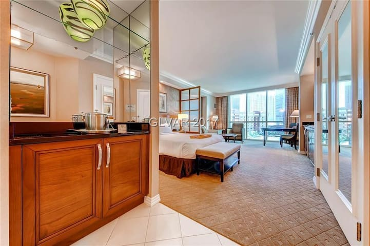 GORGEOUS CONDO MGM SIGNATURE. WITH.  STRIP VIEW