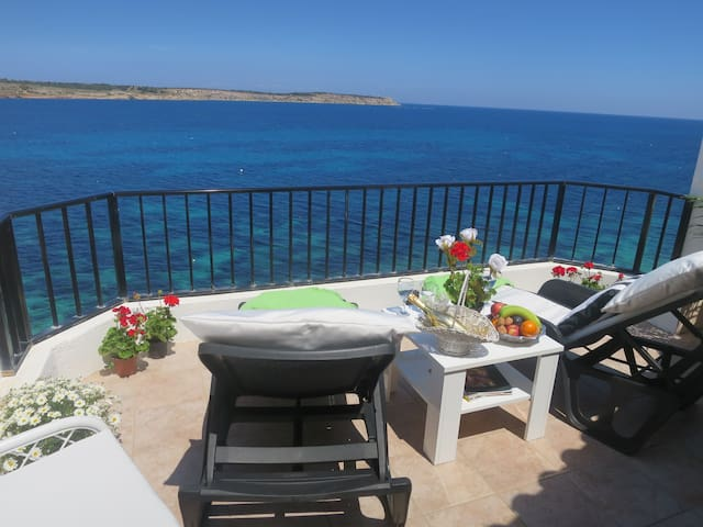Seafront holiday Penthouse mellieha