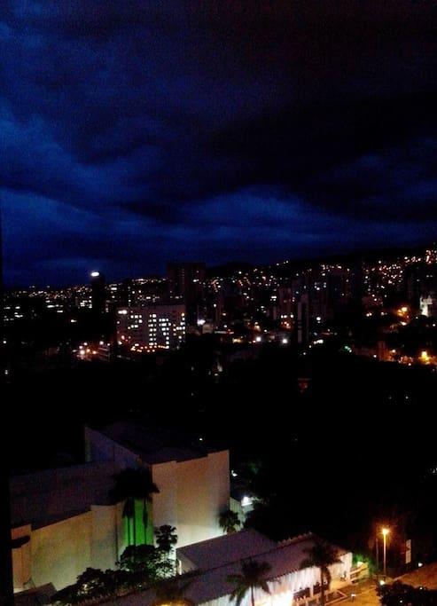 Vista noturna do Parque Municipal e Palácio das Artes