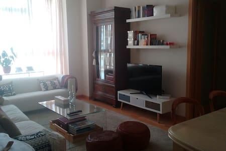Habitación cerca del Aeropuerto + IFEMA - Madrid - Bed & Breakfast