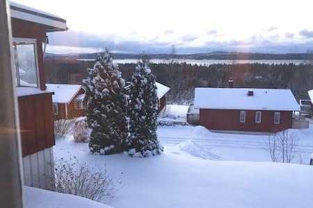 Hemtrevlig stuga med härlig utsikt över Siljan - Leksand NO