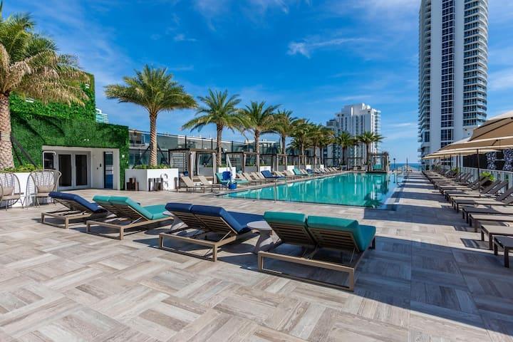 NEW!  Hollywood Hide Beach House 1 BR