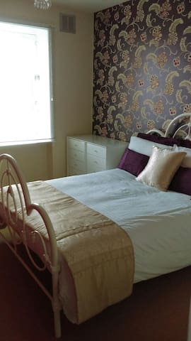Bright double bedroom in shared flat