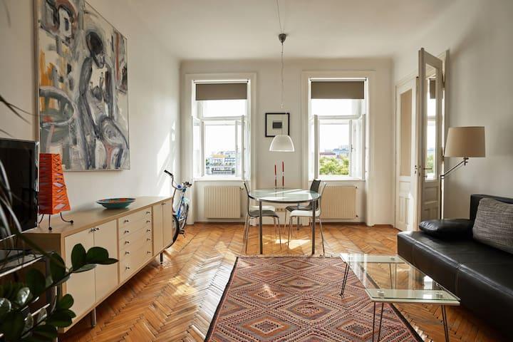 """Cosy """"Altbau"""" Apartment"""