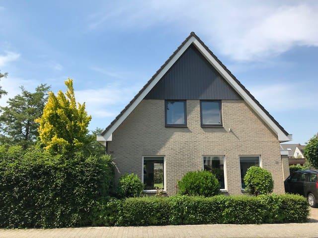 Groot vrijstaand huis in Hoorn