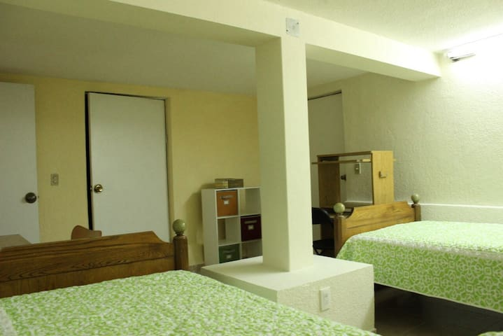 Well locaten rooms for business & visitors - Ciudad de México - House