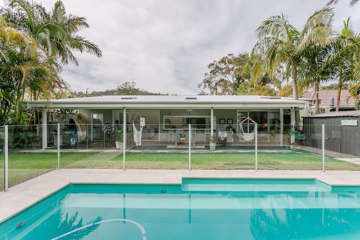 Hampton's Beach House.- Tropical Pool!