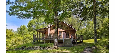 Log Home Chalet in the Catskill Mountains