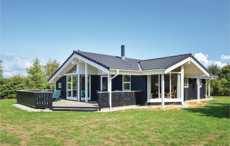 Holiday cottage with 3 bedrooms on 88m² in Humble