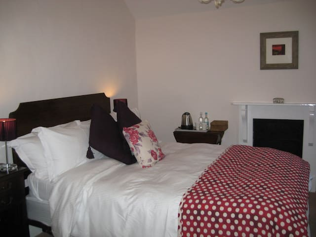 Edgcott House Room 5 - Exford - Bed & Breakfast