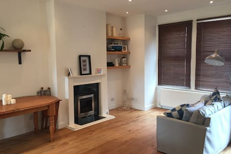 2 Bed Apartment 2 mins from Tube - Apartemen