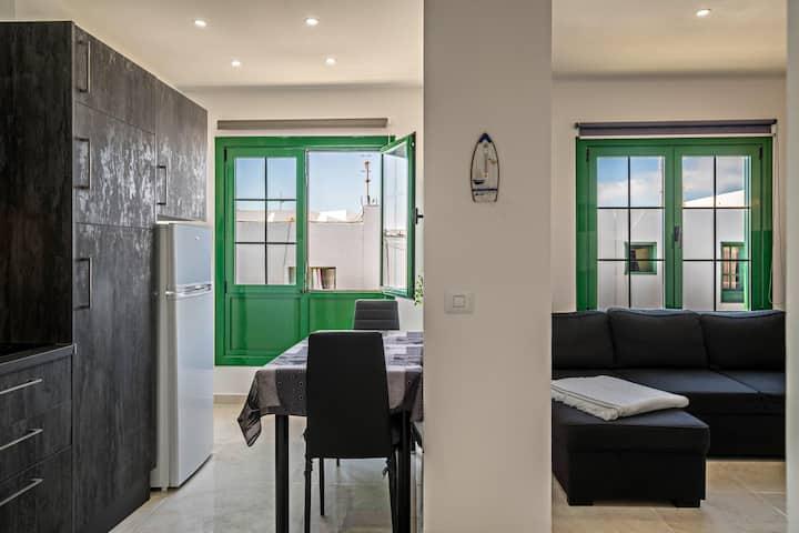 """Apartment """"La Casa del Pueblo"""" in Central Location and Near the Beach"""
