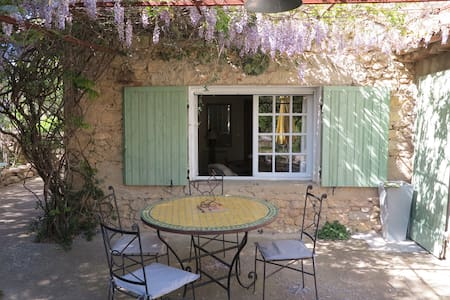 Stone house in Luberon heart - Ansouis