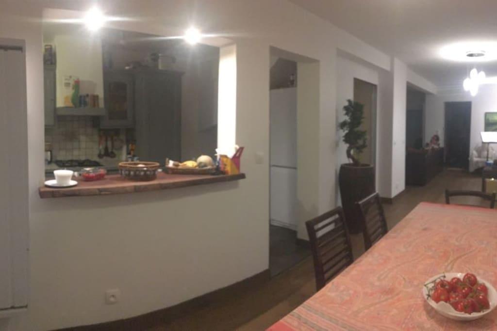 vue sur la cuisine / kitchen window