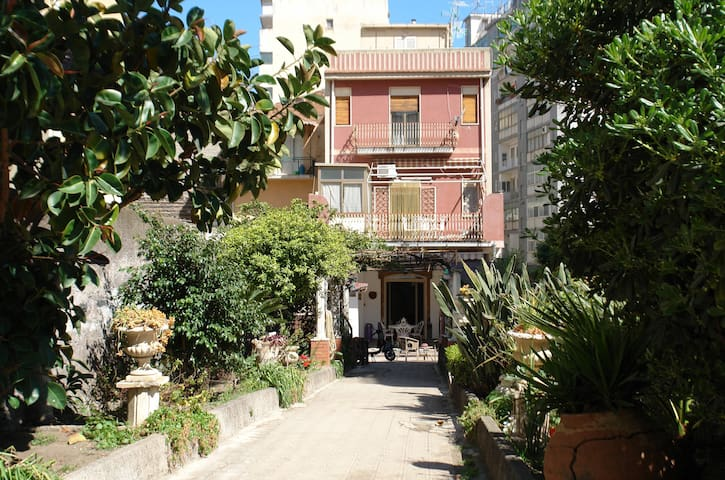 In Catania with Garden, Parking & WiFi