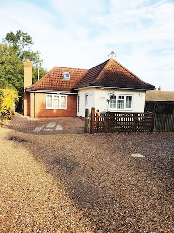 Perfect Cottage Retreat in Lincolnshire Village !