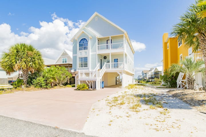 Lagoon front with beach access!