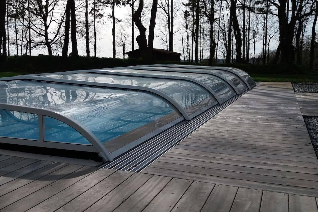 Piscine couverte de 10mX5m avec deck de 100m2