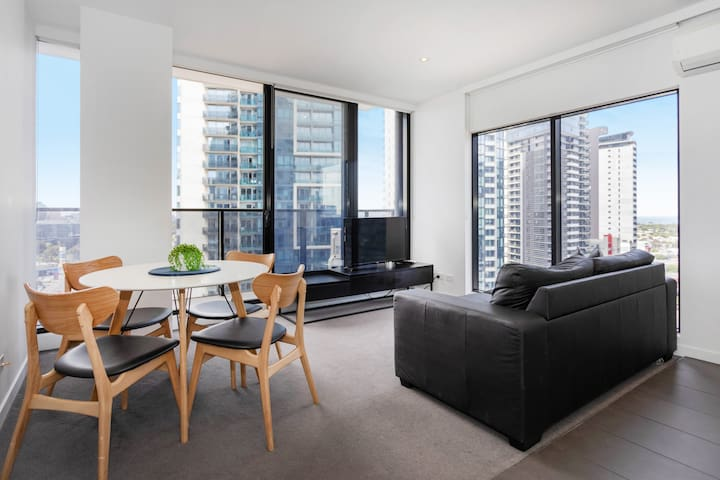 Sophisticated and Lux 2BD in Southbank MELB