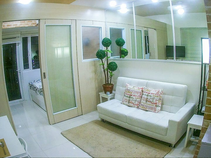 Modern Condo with fast WIFI/Cable/Balcony #58