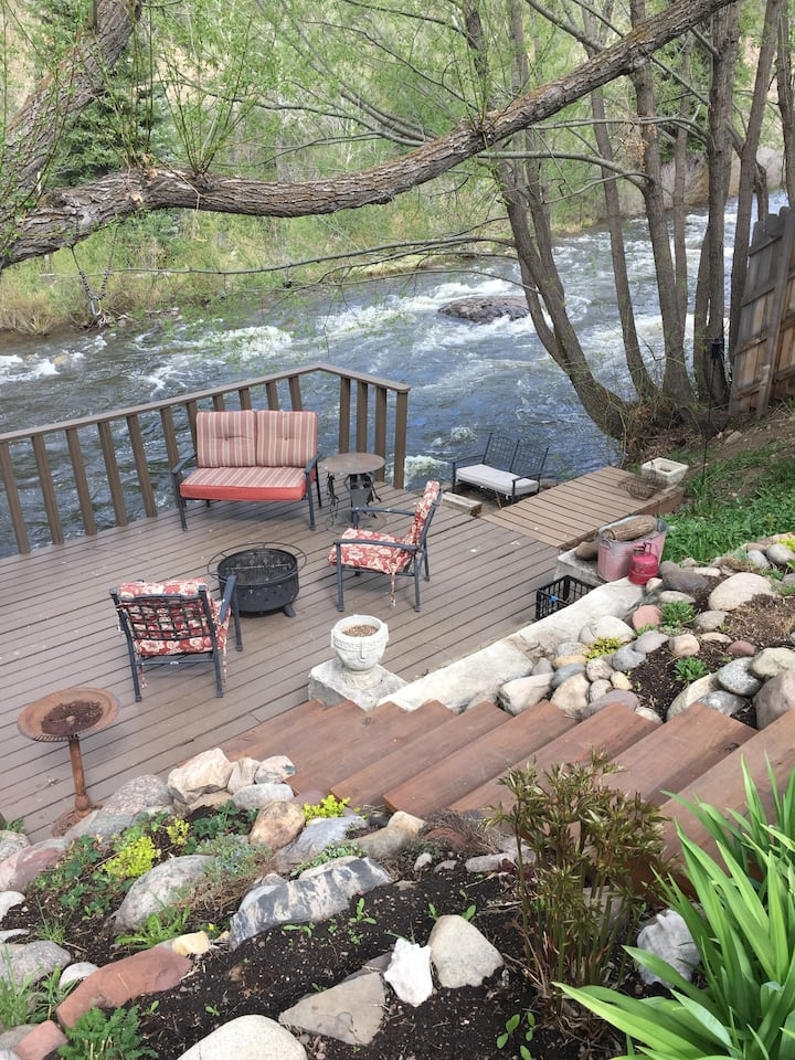Downtown Minturn Riverfront Retreat