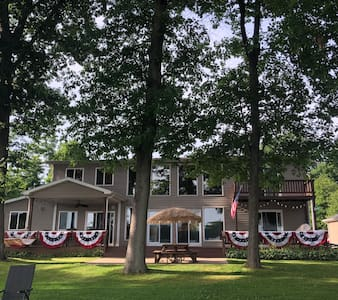 Fun 5BR Lake Home - Perfect For Fall Reunions