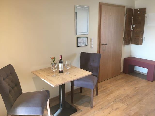 Gasthof zum Ochsen, (Mössingen), Apartment 5, 33qm, 1 Schlafzimmer für 1-2 Personen
