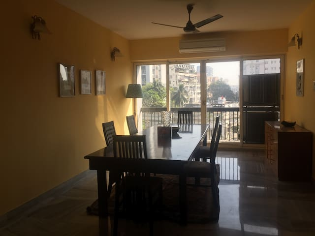 Large & cheerful 2BD in prime Ballygunge. - Kolkata - Apartment