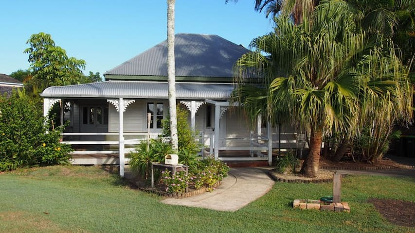 2 bedroom old world charm home - Urunga - House