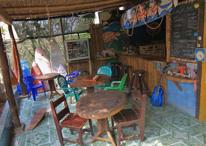Casa Surf Hostel (Monkey Room) - Playa Avellana - โฮสเทล