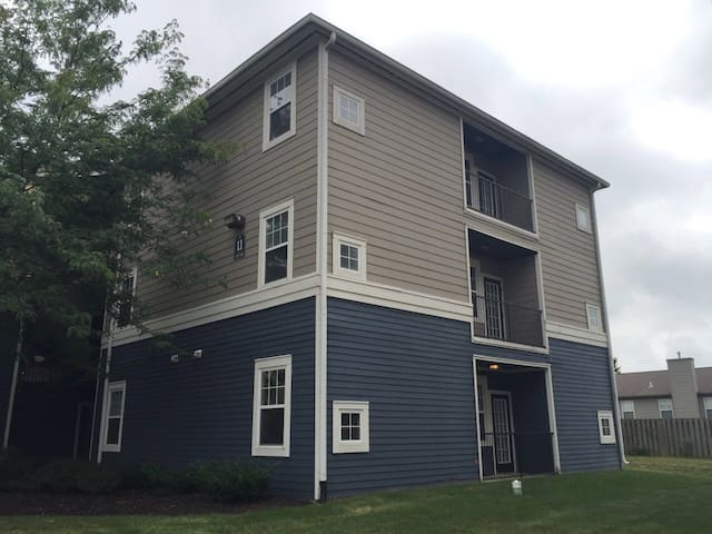 Quiet, safe and comfortable student apartment - West Lafayette - Leilighet